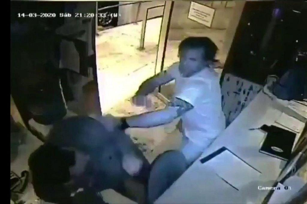 Ataque del personal trainer al vigilador del edificio. Crédito: Captura digital