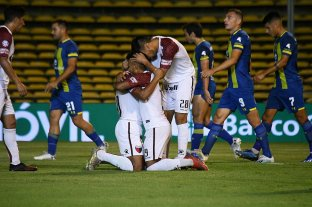 Colón derrotó a Rosario Central y salió de la zona de descenso