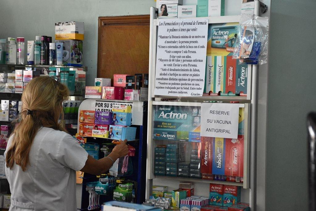 Listas de espera. En algunas farmacias ya están anotando a quienes quieren reservar la vacuna. Crédito: Guillermo Di Salvatore