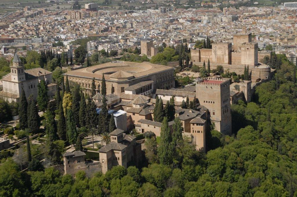 La ciudad de Granada, con la Alhambra en primer plano.  Crédito: Archivo El Litoral