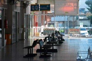 Terminal de ómnibus vacía y con máximos controles