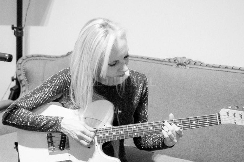 La cantante santafesina hará un encuentro musical con amigos, a través de sus cuentas de Instagram. Crédito: Gentileza producción