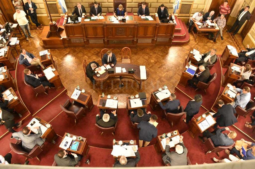 Los 19 senadores santafesinos y los jefes de bloque en Diputados fueron convocados Crédito: Luis Cetraro