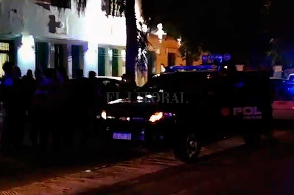 En el exterior del penal, la policía realizó un operativo de contención  Crédito: Gentileza