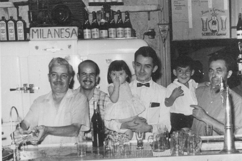 """""""El Gringo Negro"""". Políticamente debería decirse que más que un bar era una emboscada para los desprevenidos parroquianos entre los que me contaba. Crédito: Archivo El Litoral"""