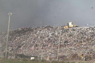 Los vecinos generan más basura y piden evitar sacar ramas y escombros - Complejo Ambiental. El relleno sanitario es el depósito final de los residuos que se generan en la ciudad, y está en barrio Las Lomas, junto al río Salado. -