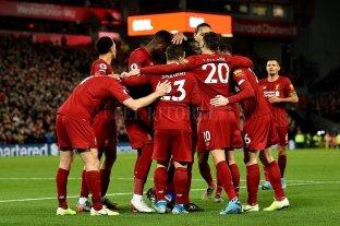Los futbolistas de la Premier League se recortarían 111 millones de euros de sus salarios