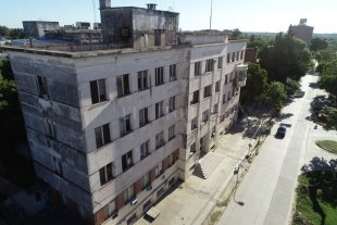 Hospitales y sanatorios de Santa Fe se preparan para atender la pandemia - El viejo hospital Iturraspe está siendo remodelado para hacer frente a la pandemia. Alojará 80 camas, 30 de ellas equipadas para atender pacientes críticos. -