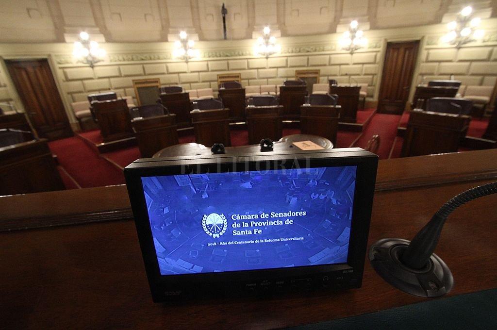 """Rubén Pirola encontró una """"puertita"""" para abrir la posibilidad de que los senadores puedan sesionar en un recinto virtual, por medios electrónicos. Crédito: Mauricio Garín / Archivo"""