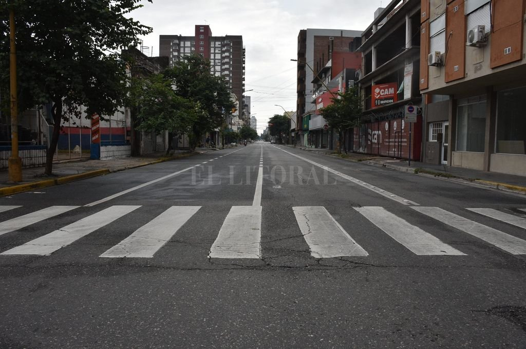 Calle Rivadavia vacía durante la cuarentena por coronavirus.  Crédito: Guillermo Di Salvatore