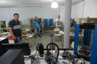 San Javier: la escuela técnica construye mascarillas con impresoras 3D -  -