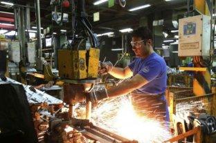Pymes industriales asumieron el compromiso de no despedir personal de sus fábricas