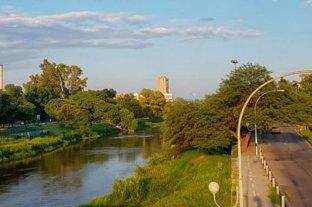 Rescatan a tres chicos que cayeron al río tras evadir un control por la cuarentena en Córdoba -  -