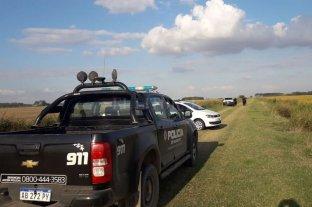 """Dos policías detenidos con cocaína - Los policías fueron sorprendidos en momentos que realizaban una """"transa"""" en un camino rural ubicado entre Las Parejas y Montes de Oca. -"""