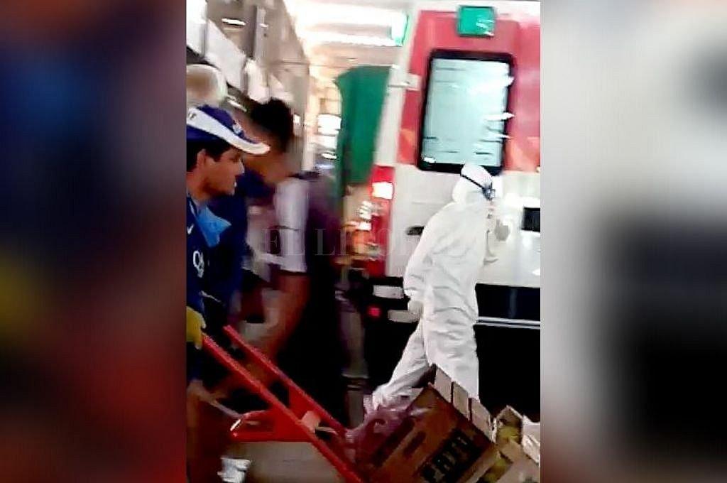 Personal del 107 asistió a un trabajador del Mercado. Fue derivado al Iturraspe y luego a su casa, con fiebre, pero en buen estado de salud. Crédito: Captura digital