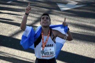 Julián Molina, campeón de maratón, fabrica y dona barbijos contra el coronavirus