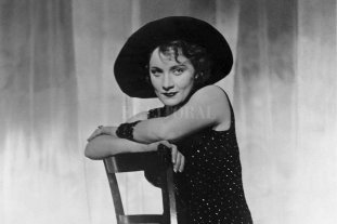 La película que convirtió en estrella a Marlene Dietrich  - La película causó un gran revuelo en la sociedad alemana de los años '30 por la provocativa presencia de Marlene Dietrich, quien en una época de recia censura apareció en algunas secuencias con los muslos descubiertos. -