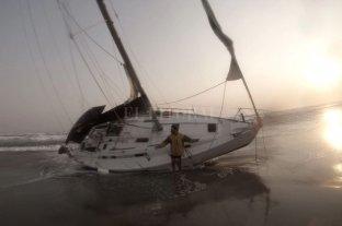 Varados: dos marineros argentinos encallaron en Colombia y su velero apareció incinerado