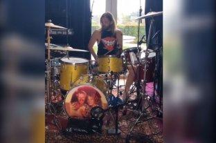 Taylor Hawkins de Foo Fighters enseña a tocar la batería en Instagram y pide a la gente que se quede en su casa
