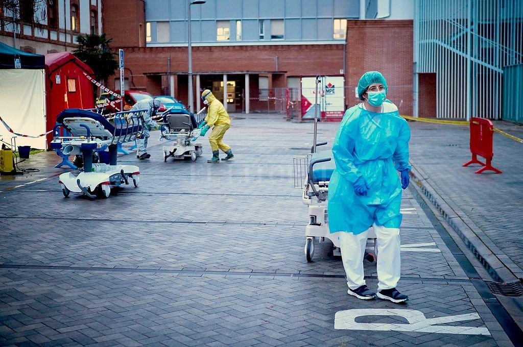 En España hoy se registraron 864 muertos, un nuevo máximo diario que eleva el total de víctimas fatales a 9.053, mientras los contagios aumentaron en 7.719 personas, hasta alcanzar la cifra de 102.136 enfermos. Crédito: Xinhua