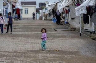 Grecia pone en cuarentena un campo de refugiados por 20 casos de coronavirus