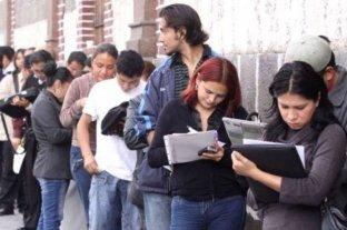 Chile: largas filas para anotarse en los seguros de desempleo