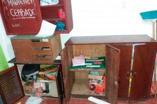 Vandalismo en un   Centro Cultural - El estado en que quedaron las instalaciones tras el paso de los malvivientes. -