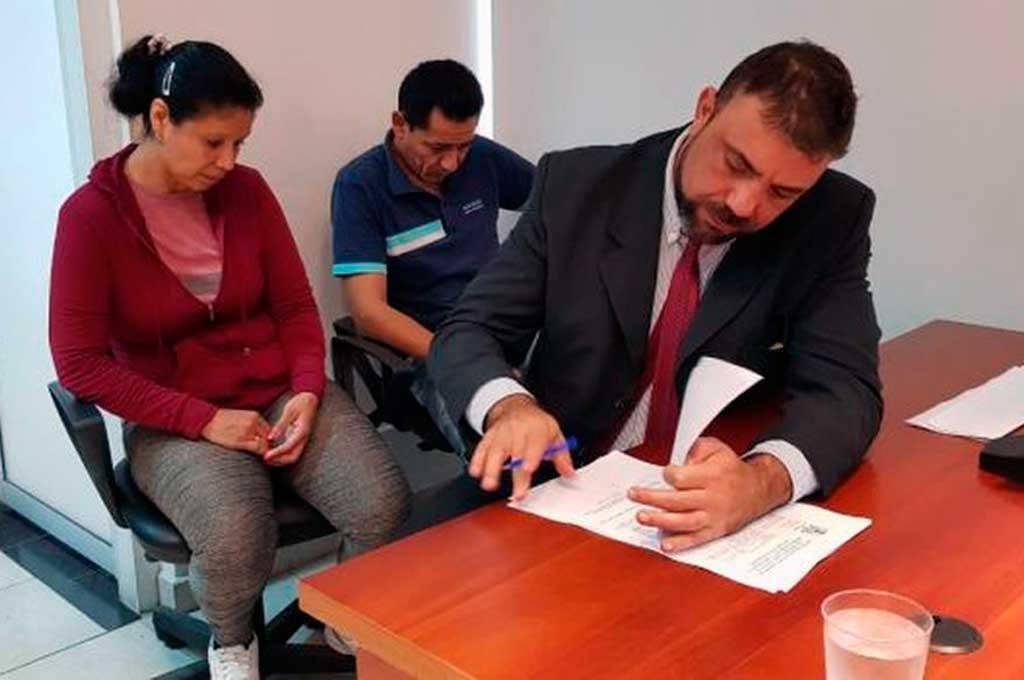 Claudia Pereyra y Héctor Barrios, junto a su abogado Andrés Ghío, el día de la sentencia. Crédito: Reconquista Hoy