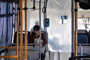 Neuquén: choferes de una empresa de colectivos hicieron sus propias mamparas sanitarias