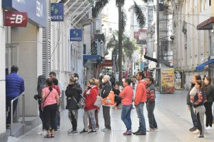 En fotos: las largas filas en los bancos se repiten en las ciudades del país