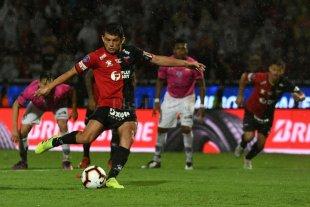"""Pulga Rodríguez: """"No tomamos los recaudos necesarios en la final de la Sudamericana"""" - Momento clave, cuando el """"Pulga"""" falló el penal con el que Colón podría haber descontado. -"""