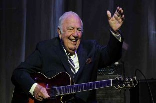 Falleció el guitarrista de jazz Bucky Pizzarelli por coronavirus