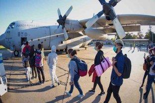 Dos aviones de la Fuerza Aérea partieron a buscar argentinos varados en Perú