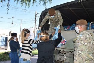 Con la colaboración del Ejército distribuyen alimentos en el oeste -  -