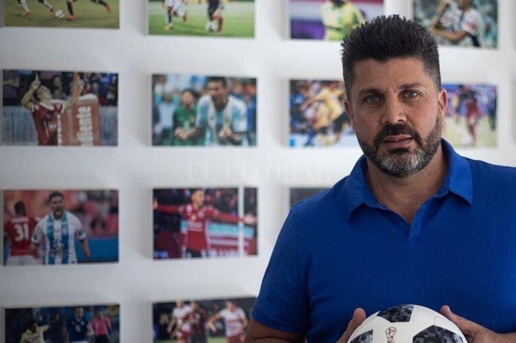 ¿El dueño de la pelota? Bragarnik es el gran empresario del fútbol nacional. Su relación con Angelici ahora muestra sus secuelas en las declaraciones de Ameal.   Crédito: Archivo