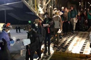 Regresaron al país 140 argentinos repatriados desde Perú -  -