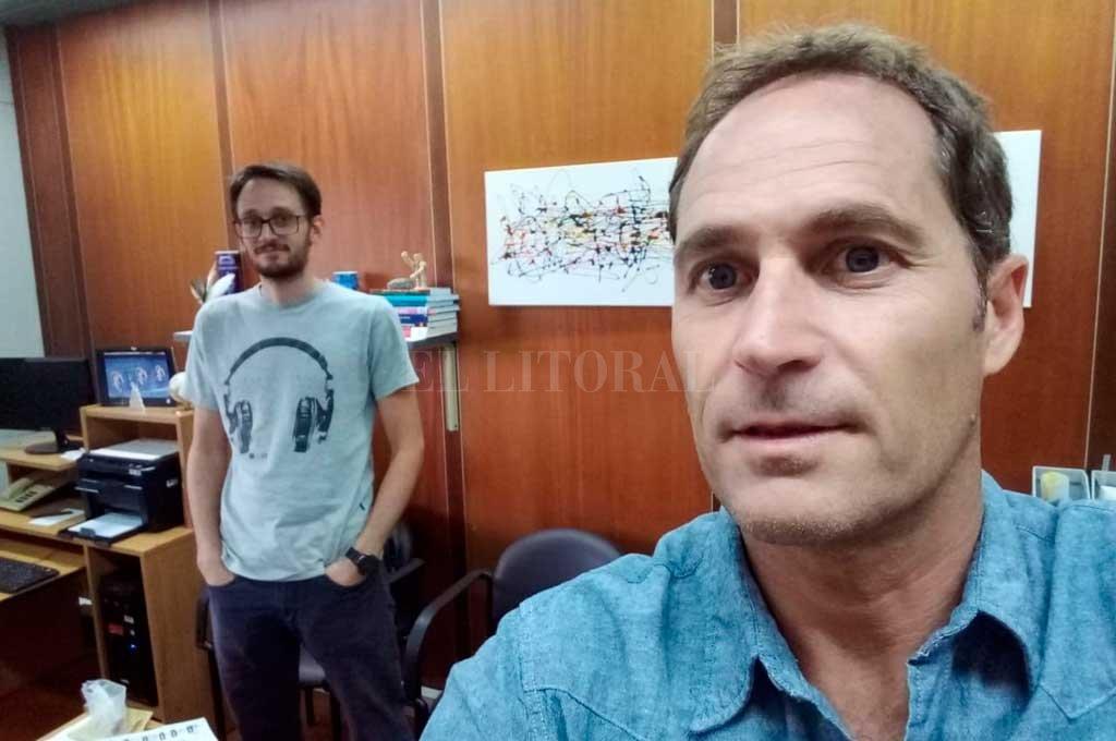 A contrareloj. Berli (adelante) y Schaumburg (atrás), abandonaron momentáneamente las investigaciones en INTEC para concentrarse en el proyecto  Crédito: Gentileza