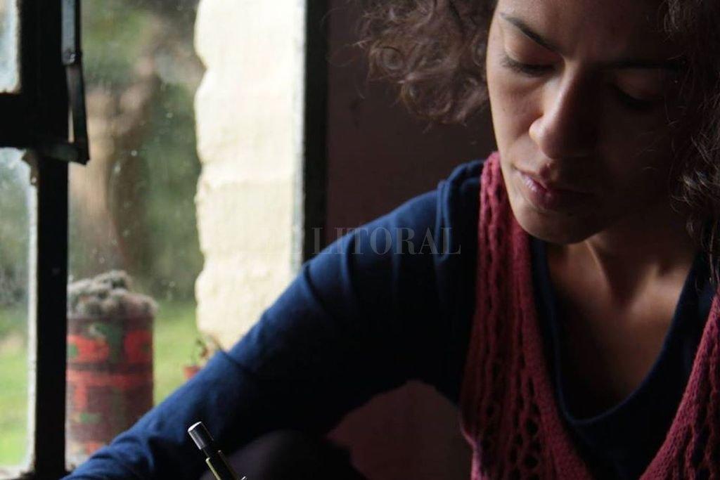Candelaria se dedica desde temprana edad a la escritura poética, y se desempeña como fotógrafa, docente de música y danza contemporánea. Crédito: Gentileza CR