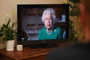 """La reina Isabel pidió """"compañerismo y autodisciplina"""" para atravesar la pandemia"""