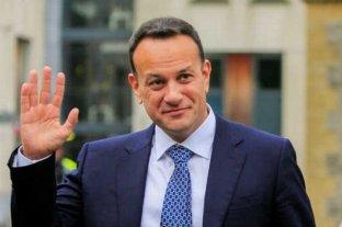 El primer ministro irlandés reactivó su licencia de médico para ayudar en el hospital ante la pandemia