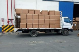 Ecuador: Ante la escasez de los de madera, reparten féretros de cartón