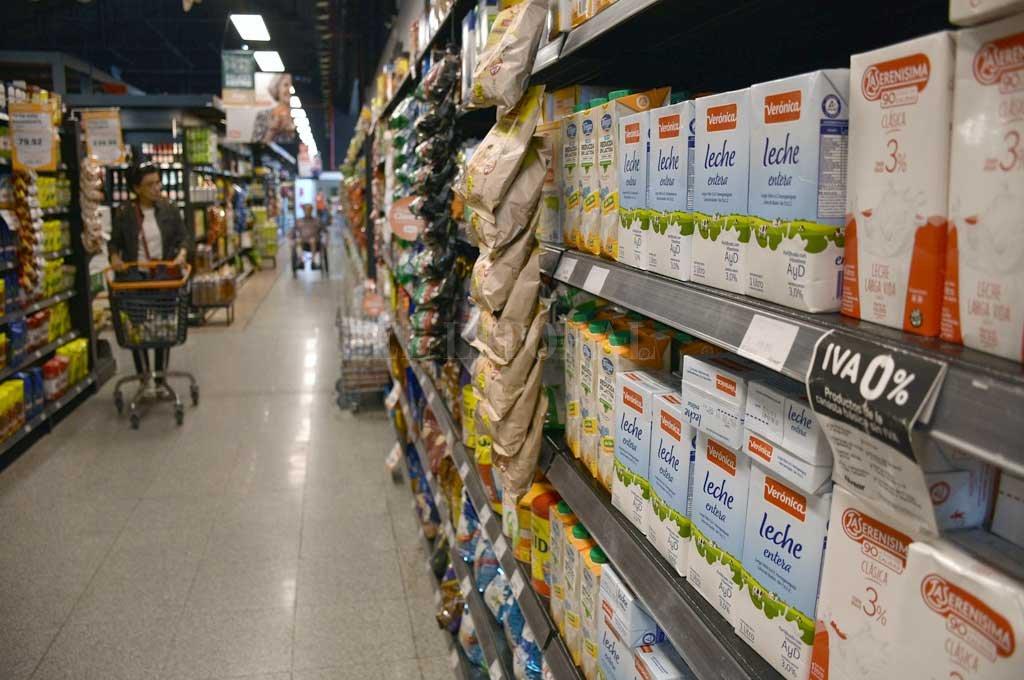 Polémica: El Gobierno compró alimentos con un precio de hasta un 50% más caros que en los supermercados -  -