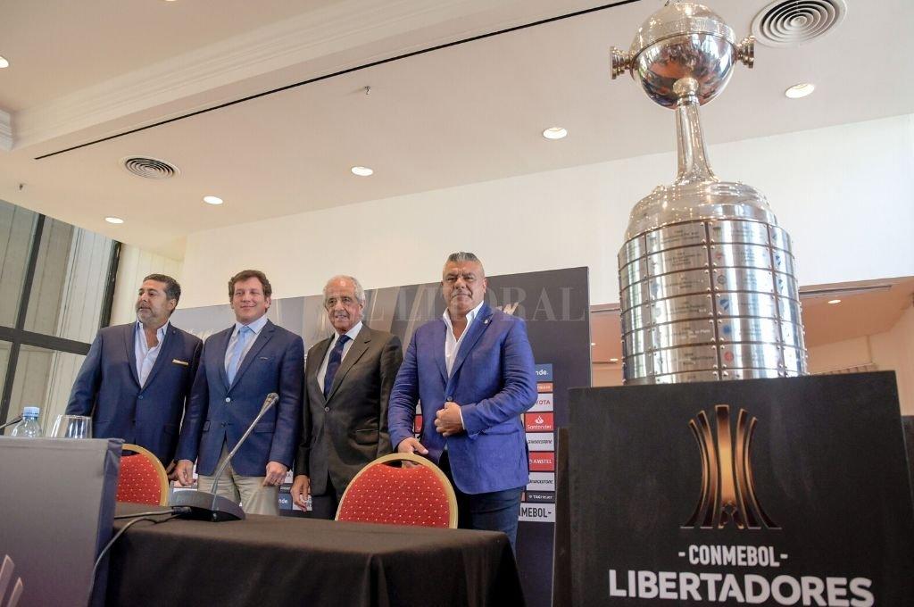 Aquella final... Domínguez, segundo desde la izquierda, junto a los presidentes de Boca (Angelici), River (D'Onofrio) y de la AFA (Tapia), antes de la definición de la Libertadores 2018.    Crédito: Archivo