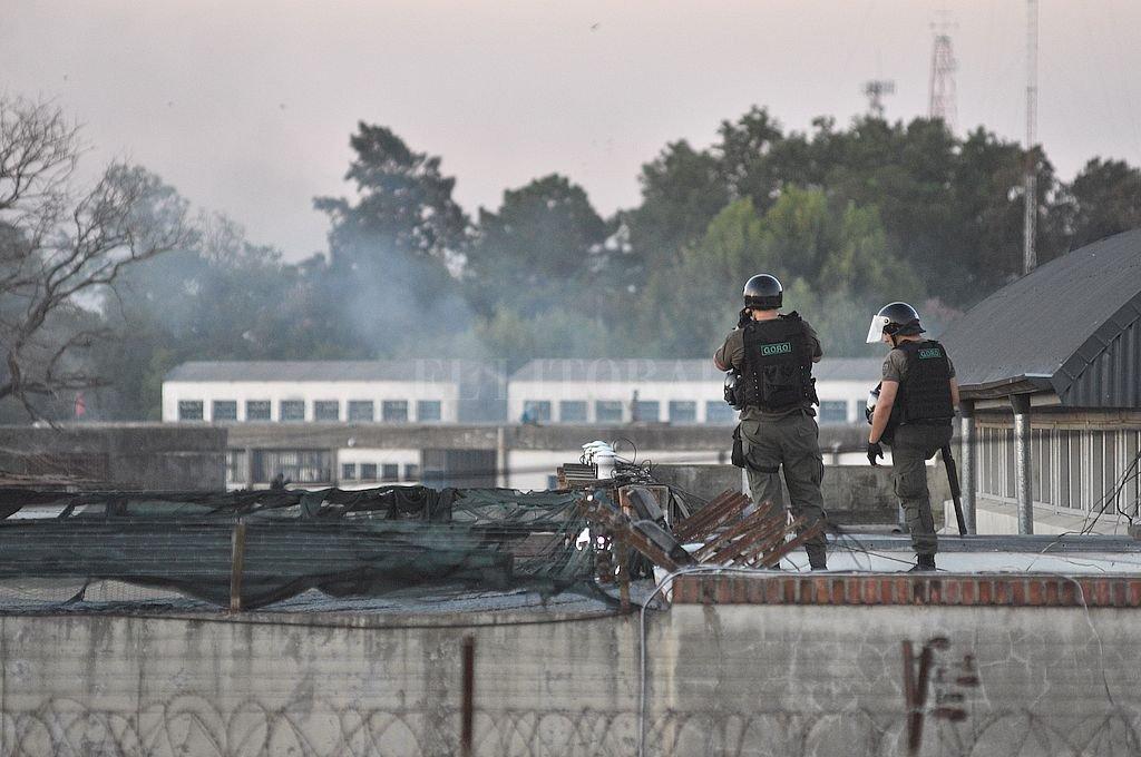 El reclamante purga una condena a 7 años en la cárcel de Las Flores, donde hace 15 días se vivió un feroz motín que terminó con numerosas dependencias incendiadas. Crédito: Pablo Aguirre