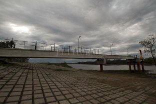 Ponen una bomba de agua de emergencia sobre el Ubajay para asegurar el servicio - Toma. Está sobre el río Ubajay casi en su desembocadura sobre el Colastiné, sobre la defensa de Rincón. -