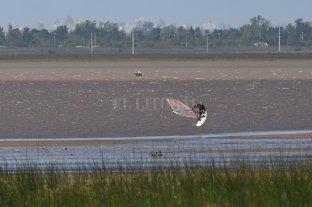 Practicó windsurf y no le importó la restricción social  -