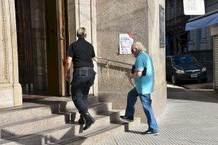 El lunes reabren los bancos al público general, pero con atención por turnos -  -