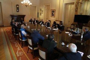 El Gobierno analiza posibles salidas del aislamiento junto con representantes del comercio y la industria -  -