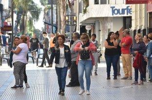 ¿Qué pasa con la cuarentena?: la gente salió a la calle como nunca antes - Peligroso relajamiento. En coincidencia con la reapertura del sistema bancario hay más presencia de gente en las calles.