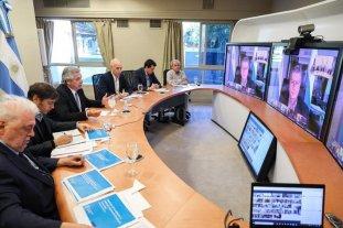 El Presidente mantiene una videoconferencia con los gobernadores -  -